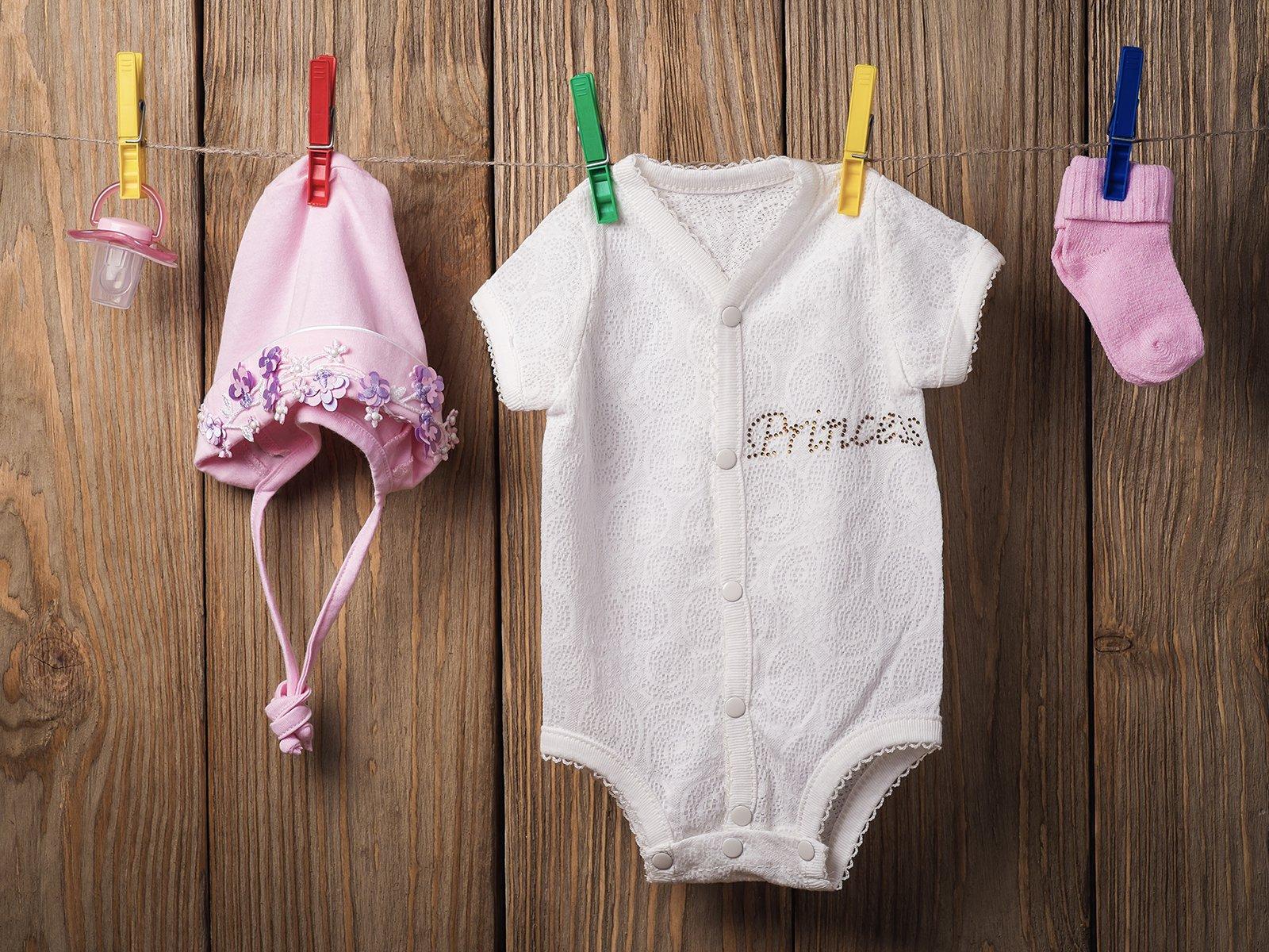 Die richtige Sommer  und Winterbekleidung fürs Baby