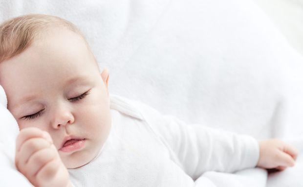 babyschlaf wiege trage oder elternbett. Black Bedroom Furniture Sets. Home Design Ideas