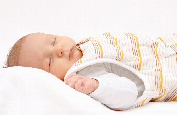 decke oder schlafsack f rs baby vor und nachteile. Black Bedroom Furniture Sets. Home Design Ideas