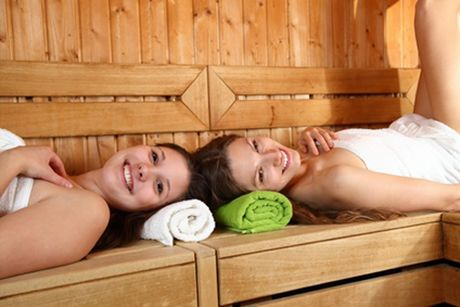 sauna im sommer. Black Bedroom Furniture Sets. Home Design Ideas
