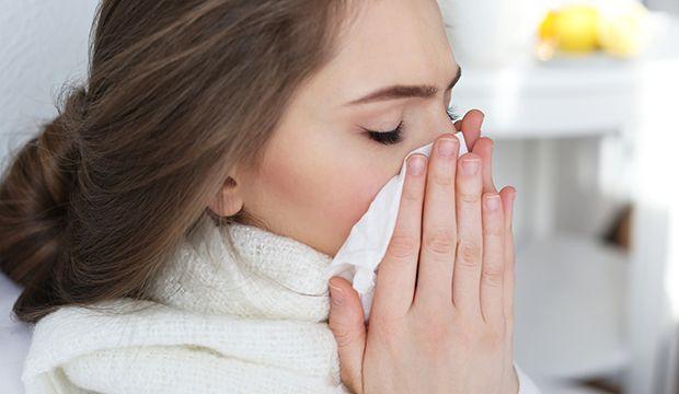 Bei Erkältung: Mit diesem Griff wird die Nase in 1 Minute