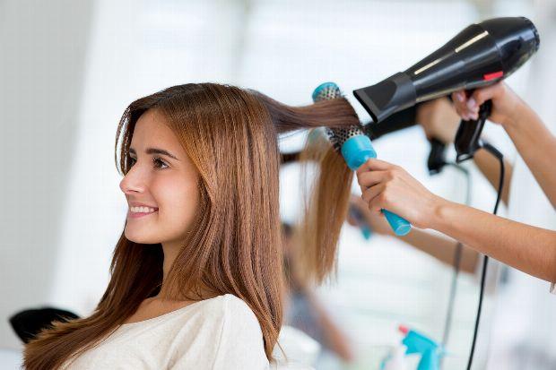 Haare richtig uber kopf fohnen