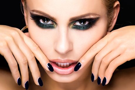 Vamp look makeup - Schlupflieder schminken ...